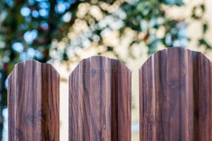 """Премиум 118мм - забор из Евроштакетника """"под тёмное дерево"""""""