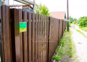 Забор из Евроштакетника под дерево Классик