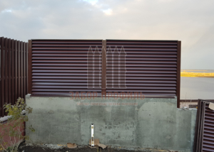 Забор Жалюзи цвет RAL 8017